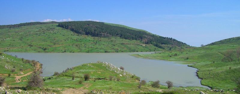 Il Lago Trearie nel Parco dei Nebrodi