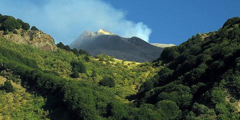 Escursione sull'Etna: da Monte Zoccolaro a Piano del Vescovo.