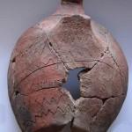 Tazza emisferica con ansa a nastro (Età del Bronzo Antico), Filicudi, scavi 2009