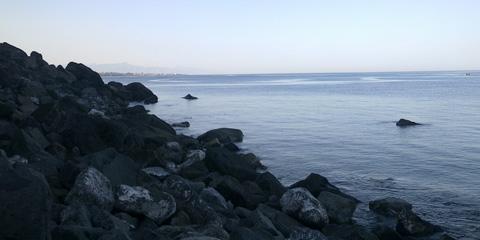 Acqua del Ferro, una spiaggetta di scogli nella riserva naturale orientata La Timpa.
