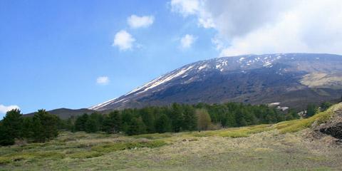 Rifugio della Galvarina: il versante sud del vulcano Etna.